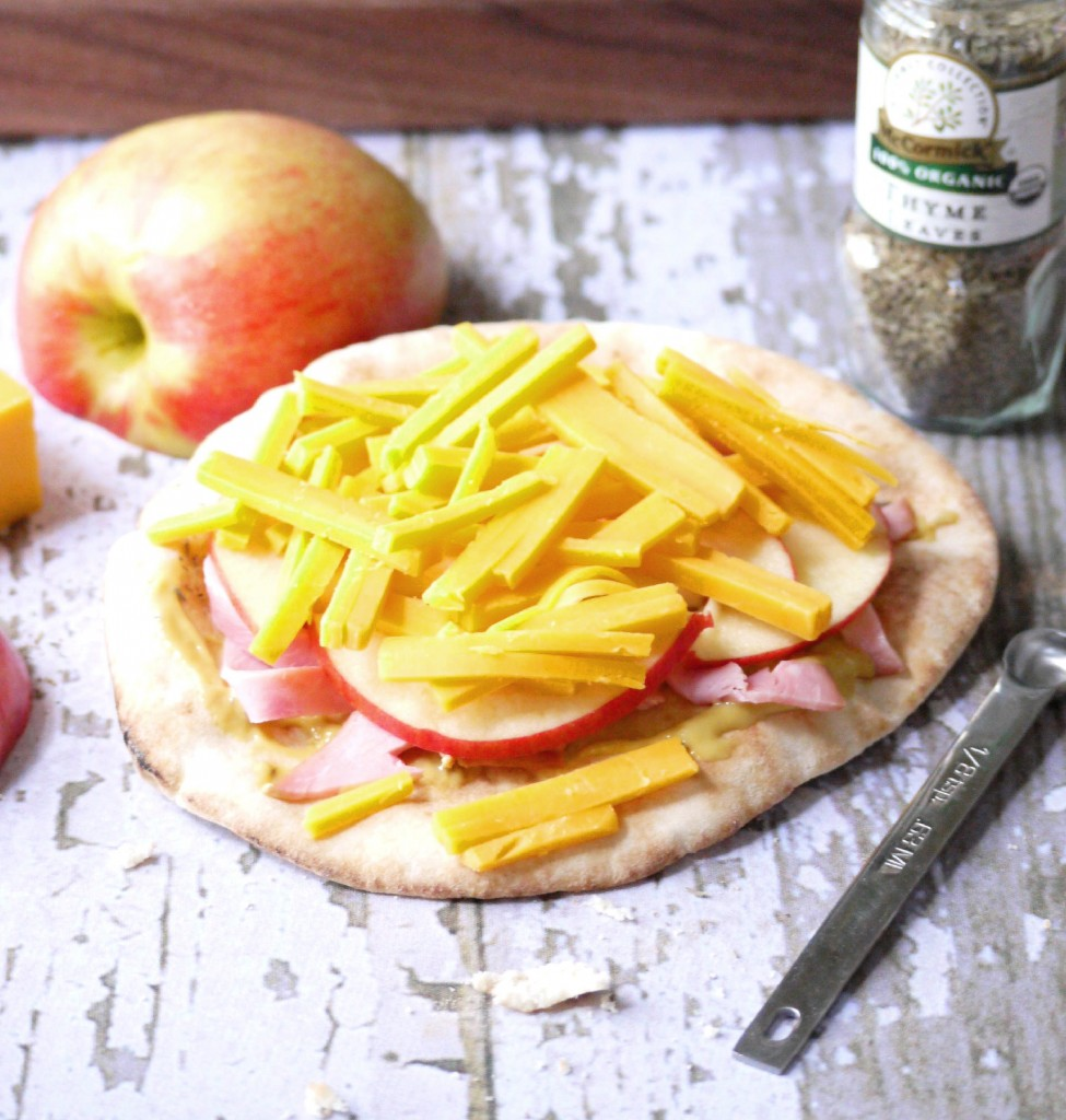 apple ham and cheddar pita pizza 2