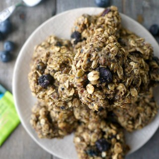 Blueberry and Acai Tea Oat Cookies
