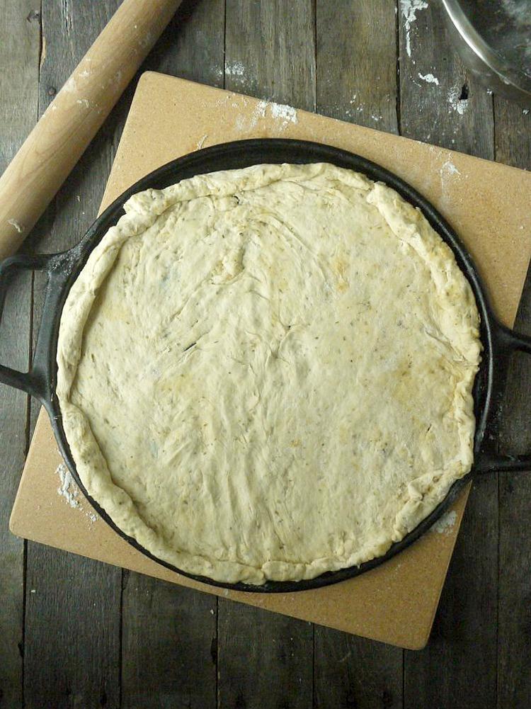artichoke and prosciutto pizza with yogurt-feta sauce 2