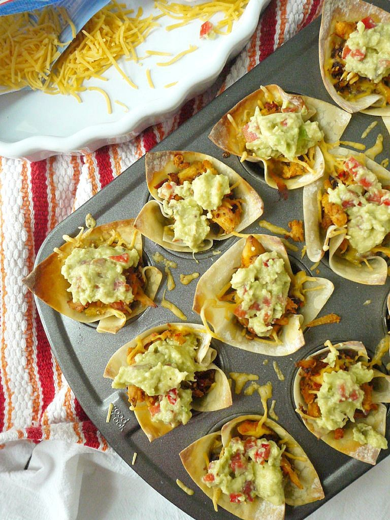 Cheesy Chipotle Chicken Taco Cups with Red Pepper-Gaucamole 11